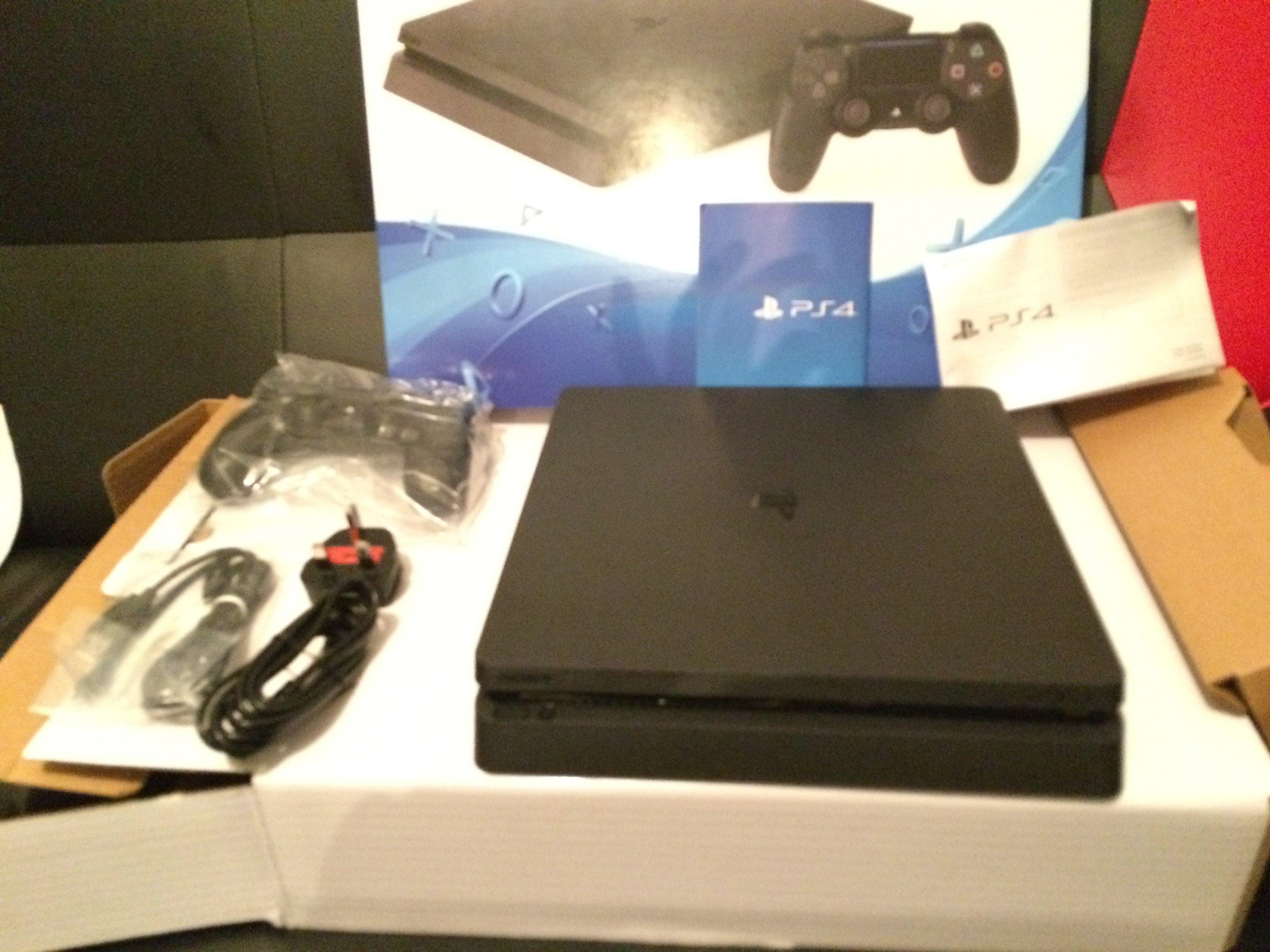 PS4 Slim Console Inside The Box1